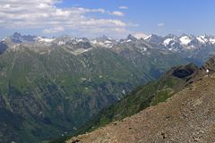 Ansicht vom Berg Moussa-Achitara zum Berg Elbrus, Dombai, Russland Stockfotos
