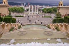 Ansicht vom Brunnen auf Plaza de Espana bei Montjuic in Barcelona, Spanien stockfotos