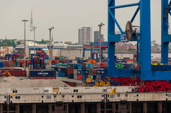 Ansicht vom Containerbahnhof Altenwerder auf Hamburg Stockfotografie