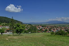 Ansicht vom Dorf Belchin zu Vitosha-Berg Stockbild