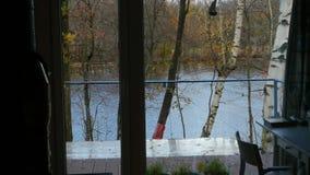 Ansicht vom Fenster auf der Herbstlandschaft stock footage