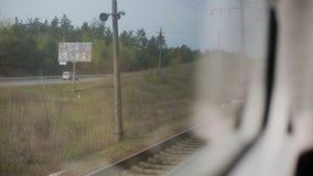 Ansicht vom Fenster der beweglichen Serie Grüne Natur, sonniger Tag in der Ansicht stock video footage