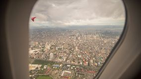 Ansicht vom Fenster der Fläche zur Stadt von Manila philippinen Stockfotografie