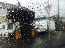 Ansicht vom Fenster der rauen Stadt Stockfotos