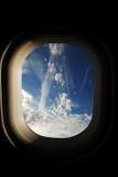 Ansicht vom Fenster des Flugzeugs Stockbild