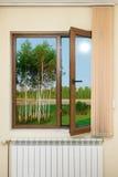 Ansicht vom Fenster mit Vorhängen Stockfotos