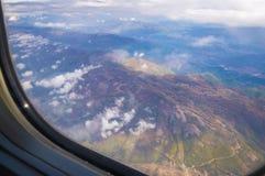 Ansicht vom Flugzeugfenster stockbilder