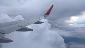 Ansicht vom Flugzeugfenster stock footage