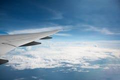Ansicht vom Flugzeugfenster Stockbild