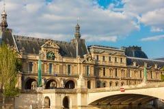 Ansicht vom Fluss die Seine zu Paris, zum Palast und zum Damm, Franken Lizenzfreie Stockfotos