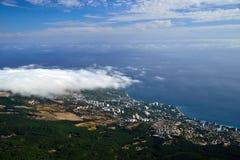 Ansicht vom Gemander auf kleiner Küstenstadt Lizenzfreies Stockfoto