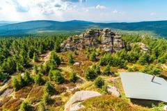 Ansicht vom Gipfel von Jizera-Spitze, Jizera-Berge, Tschechische Republik lizenzfreie stockfotografie