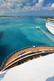 Ansicht vom Heck des großen Kreuzschiffs - Nassau Bahamas Lizenzfreie Stockbilder