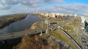 Ansicht vom Hubschrauber auf Stadtverkehr, Verkehrsinfrastruktur stock footage