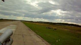 Ansicht vom Hubschrauber auf Startstreifen stock video footage