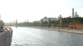 Ansicht vom Kreml und von Fluss in der Stadt von Moskau stock video footage