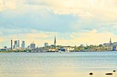 Ansicht vom Meer von †‹â€ ‹die Stadt von Tallinn, die Hauptstadt von E stockfotos