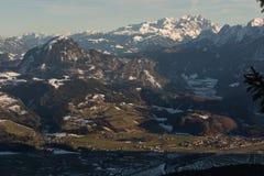 Ansicht vom oben genannten Talwinter Österreich golling lizenzfreie stockfotografie