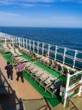 Ansicht vom Oberdeck des Kreuzschiffs lizenzfreie stockfotografie