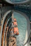 Ansicht vom Ozeandampfer, der unten schaut Lizenzfreies Stockbild