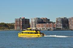 Ansicht vom Pier auf Hudson River in New York Lizenzfreie Stockfotos