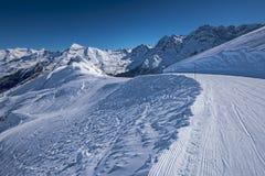 Ansicht vom Piste von Skiort Gavarnie Gedre stockbilder