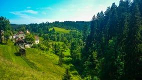 Ansicht vom Predjama-Schloss stockbild
