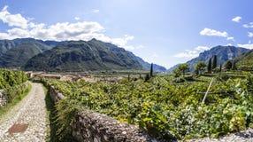 Ansicht vom Schloss von Avio zur Stadt Sabbinoara und zum Tal Etschtal Stockfotografie