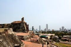 Ansicht vom Schloss zur Stadt von Cartagena stockbilder