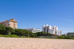 Ansicht vom Strand auf den Küstenhotels Costa Bravas Stockfotos