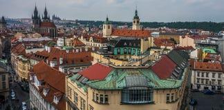 Ansicht vom Turm in im Stadtzentrum gelegenem Prag Lizenzfreie Stockfotos