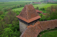 Ansicht vom Turm von Viscri-Wehrkirche (Schloss), Transylvani lizenzfreies stockfoto
