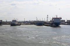 Ansicht vom Wasser an einem Seehafen Kaukasus Stockbilder