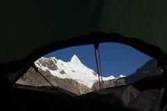 Ansicht vom Zelt-Fenster Stockfotografie