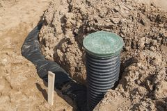 Ansicht von Abflussrohren und Inspektion gut für Abbau des Wassers Stockfoto