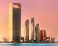 Ansicht von Abu Dhabi Skyline bei Sonnenaufgang, UAE Stockfoto