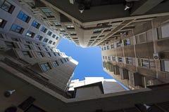 Ansicht von abwärts gerichtetem von Bürogebäuden Stockfotos