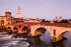 Ansicht von Adige-Fluss und von Heiligespeter-Brücke Lizenzfreies Stockfoto