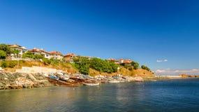 Ansicht von Ahtopol, vom Pier, Bulgarien lizenzfreie stockbilder