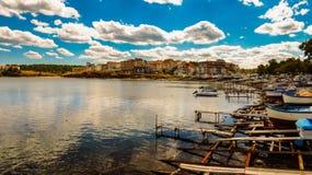 Ansicht von Ahtopol, vom Pier, Bulgarien Teil 1 lizenzfreie stockfotos