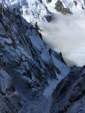 Ansicht von Aiguille du Midi auf den Wolken lizenzfreie stockfotos
