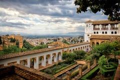 Ansicht von Alhambra und von Granada vom Palast von Generalife Stockbilder