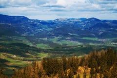 Ansicht von alpinen Bergen im Herbst Lizenzfreies Stockbild