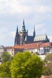 Ansicht von altem Rathaus auf Prag mit Hradcany, Prag-Schloss, Tschechische Republik Lizenzfreies Stockfoto