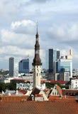 Ansicht von altem und modernem Tallinn, Estland Stockfotos