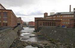 Ansicht von alten Industriebauten nahe bei den Tammerkoski-Stromschnellen Lizenzfreies Stockbild