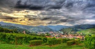 Ansicht von Andlau-Dorf in Vosges-Bergen - Elsass, Frankreich Stockfotografie