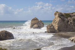 Ansicht von Aphrodite ` s Felsen an einem stürmischen Tag Stockfoto