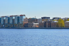 Ansicht von Aptekarskaya-Damm und Geschäftszentrum Allee in St Petersburg, Russland Lizenzfreie Stockfotografie