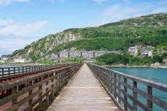 Ansicht von Barmouth von Barmouth-Brücke stockfotos